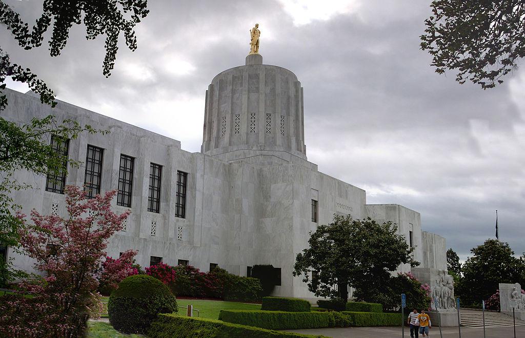 1024px-Oregon_Capitol_2